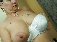 British mature mom with big tits and ass Thumb