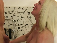 XXX Omas - German amateur sex with big titted mature blondie Thumb