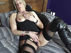 Shaved British mature mom playing with her pussy Thumb