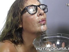 PUTA LOCURA Spanish Milf in her first bukkake Thumb
