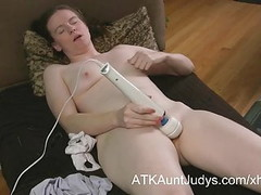 Mature gamer nerd masturbates her shaved pussy on AuntJudys Thumb